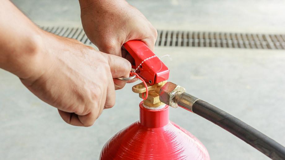 ¿Cómo se utiliza un extintor?